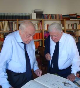 Da sin. Alberto Sughi, Sergio Zavoli nel suo studio a Roma il giorno che ci consegnò il disegno per la cartella del nostro 40° compleanno