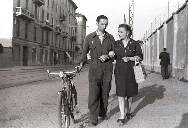Operaio_in_tuta_e_bicicletta_anni_50_milano