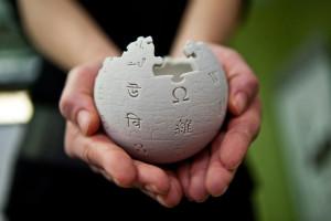 1399888386_wikipedia_mini_globe_handheld_small